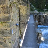 Horizontal fall protection system in natural environments